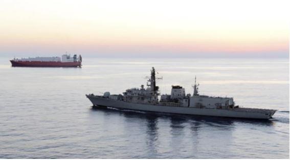 Hải quân Anh sẽ hộ tống tàu hàng qua eo biển Hormuz - ảnh 1