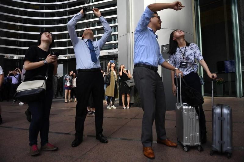 'Người nhện' leo nhà chọc trời ở Hong Kong, kêu gọi hòa bình - ảnh 2