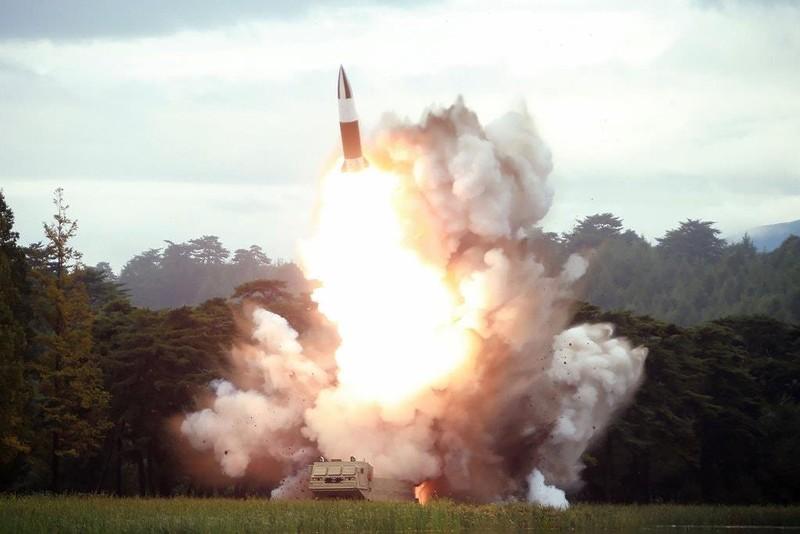 Triều Tiên phóng 2 tên lửa: Vụ thử vũ khí thứ 7 trong tháng - ảnh 1