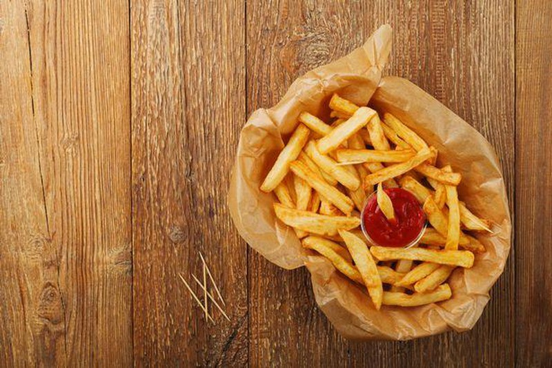 Thiếu niên bị mù và điếc vì ăn thức ăn nhanh trong suốt 10 năm - ảnh 1