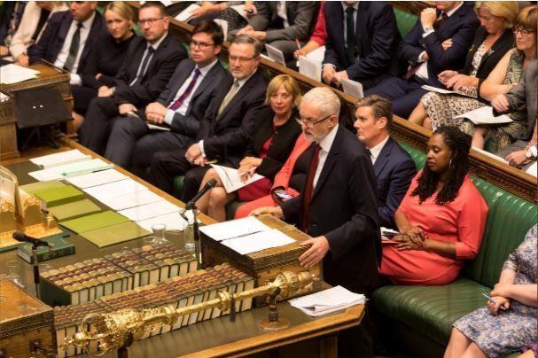 Thủ tướng Anh gặp thất bại đầu tiên, kêu gọi tổng tuyển cử - ảnh 2
