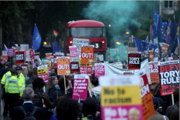 Thủ tướng Anh gặp thất bại đầu tiên, kêu gọi tổng tuyển cử - ảnh 3