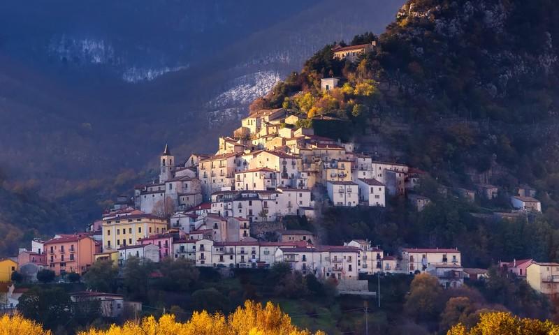 Thành phố Ý trả 25.000 euro cho người dân đến sống - ảnh 1