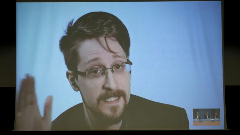 Edward Snowden: 'Ai cũng nằm trong danh sách theo dõi' - ảnh 1