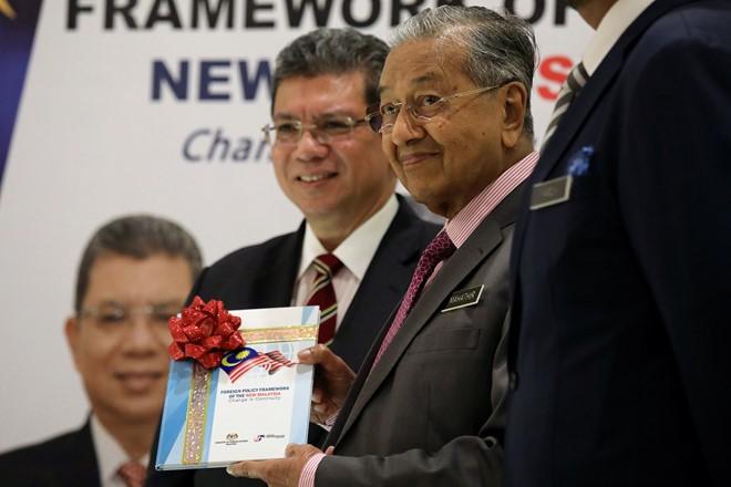 Malaysia kêu gọi phi quân sự hóa biển Đông - ảnh 1