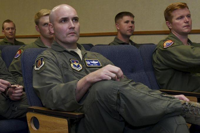 Trung Quốc bắt cựu phi công chuyên cơ Không lực Một Mỹ - ảnh 1