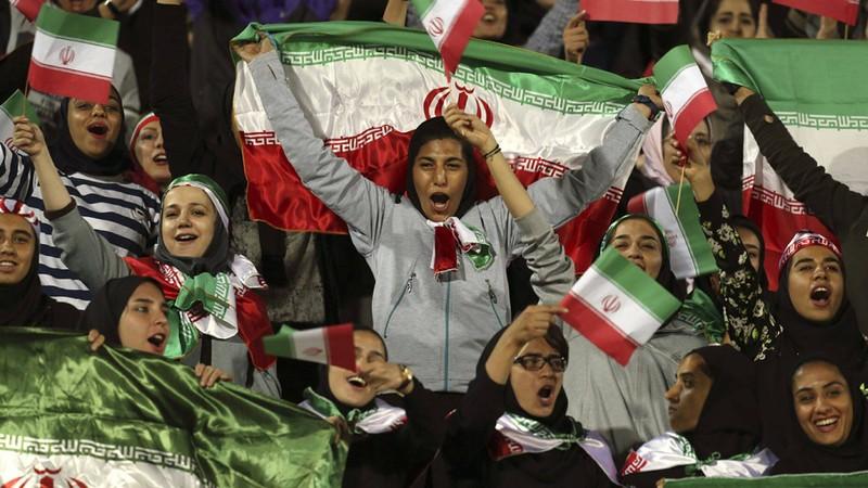 Nữ giới Iran đã được phép vào sân xem bóng đá - ảnh 1
