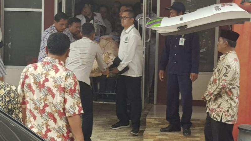 Bộ trưởng an ninh Indonesia bị đâm dao - ảnh 1