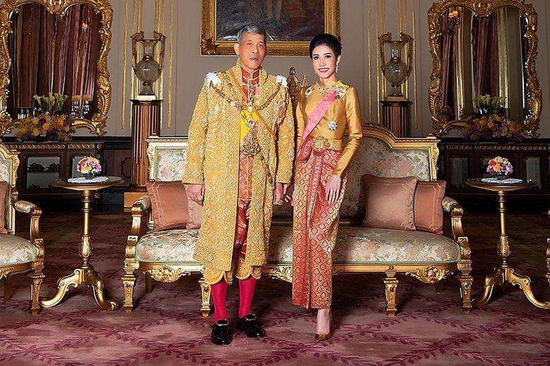 Vua Thái Lan phế truất thêm sáu cận thần hoàng gia - ảnh 2