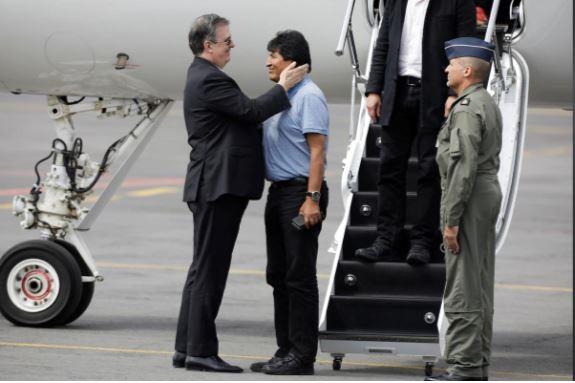 Cựu tổng thống Bolivia đã 'hạ cánh an toàn' tới Mexico - ảnh 1