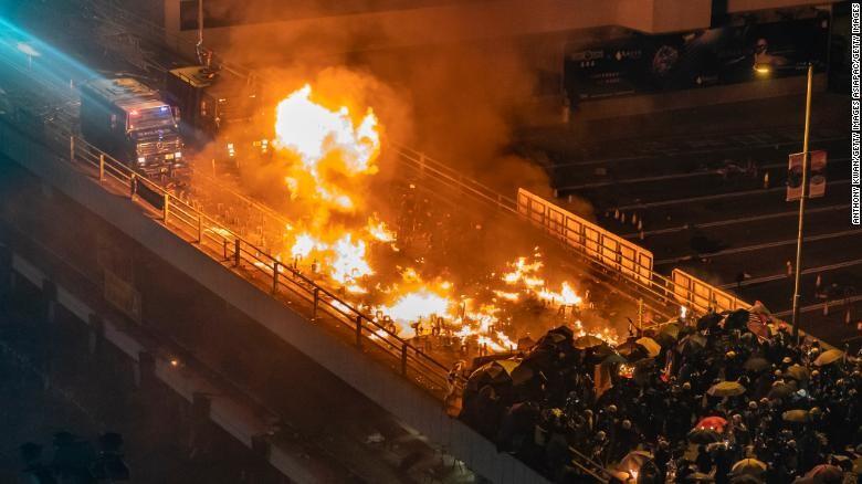Biểu tình Hong Kong: Cảnh sát đe doạ bắn đạn thật  - ảnh 1