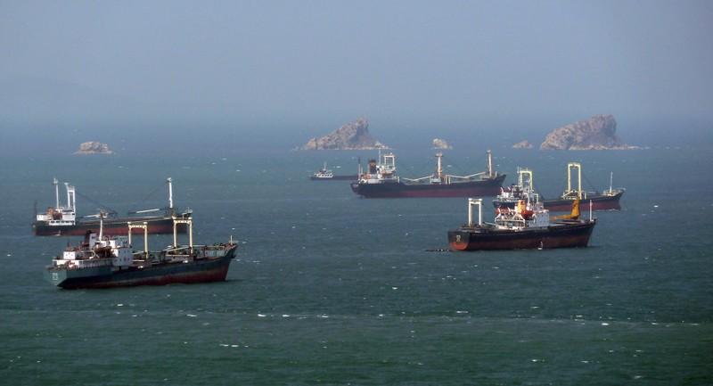 Hàn Quốc bắn cảnh cáo tàu buôn Triều Tiên xâm phạm vùng biển - ảnh 1