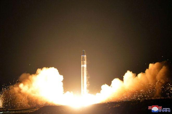 Triều Tiên xây dựng nhiều nền tảng bệ phóng tên lửa di động - ảnh 1