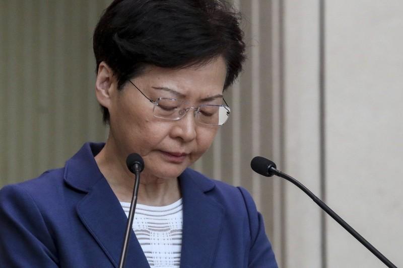 25 nghị sĩ Hong Kong yêu cầu bà Carrie Lam từ chức - ảnh 1