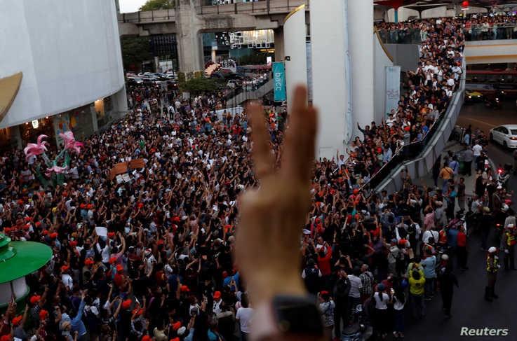 Người dân Thái Lan tổ chức biểu tình lớn nhất từ năm 2014 - ảnh 5