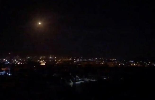 Truyền thông Syria: 'Damascus ngăn chặn tên lửa từ Israel' - ảnh 2