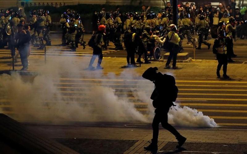 Đêm Giáng sinh đầy hỗn loạn tại Hong Kong - ảnh 3