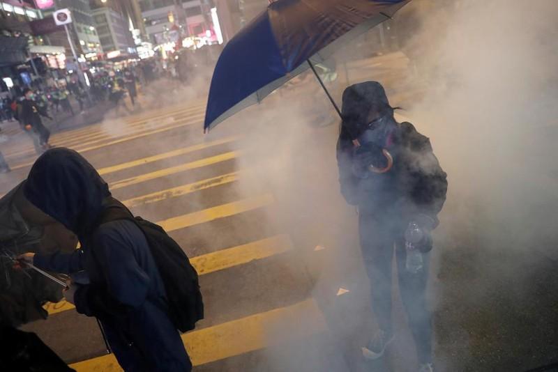 Đêm Giáng sinh đầy hỗn loạn tại Hong Kong - ảnh 4