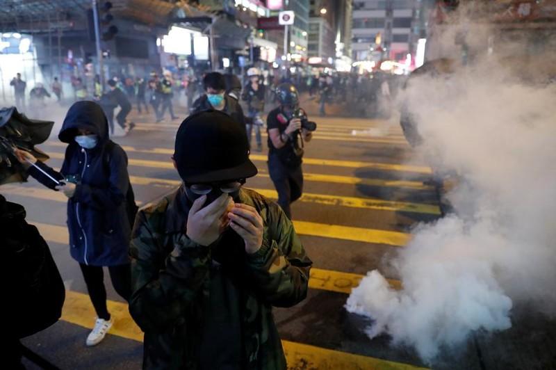 Đêm Giáng sinh đầy hỗn loạn tại Hong Kong - ảnh 1