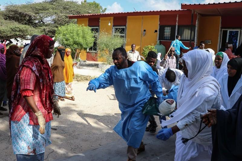 Đánh bom khủng bố ở Somalia, ít nhất 76 người thiệt mạng - ảnh 1