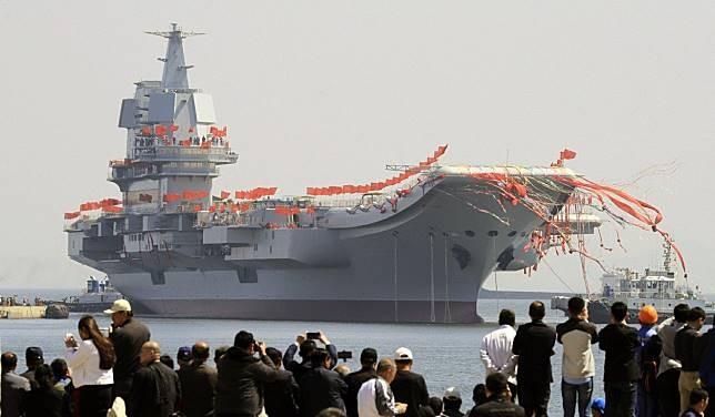 Thiếu hụt phi công, Trung Quốc chưa thể phát triển hải quân - ảnh 1