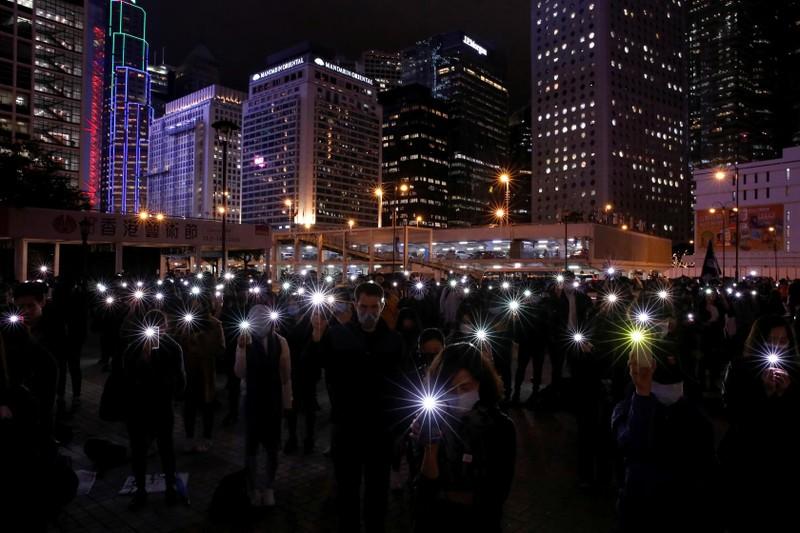 Hong Kong tiếp tục biểu tình lớn đến giao thừa 2020  - ảnh 1