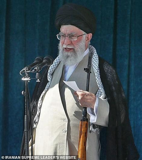 Phẫn nộ và đoàn kết lan khắp Iran sau cái chết của Soleimani - ảnh 1
