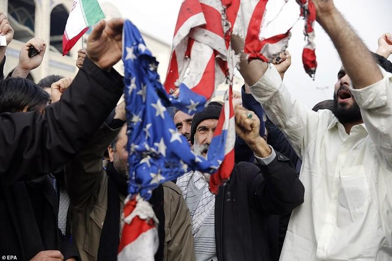 Phẫn nộ và đoàn kết lan khắp Iran sau cái chết của Soleimani - ảnh 3
