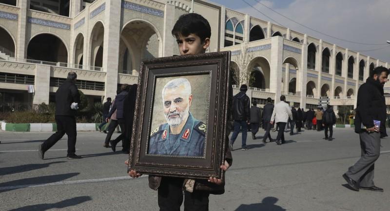 Thi thể Tướng Soleimani được đưa về Iran - ảnh 1