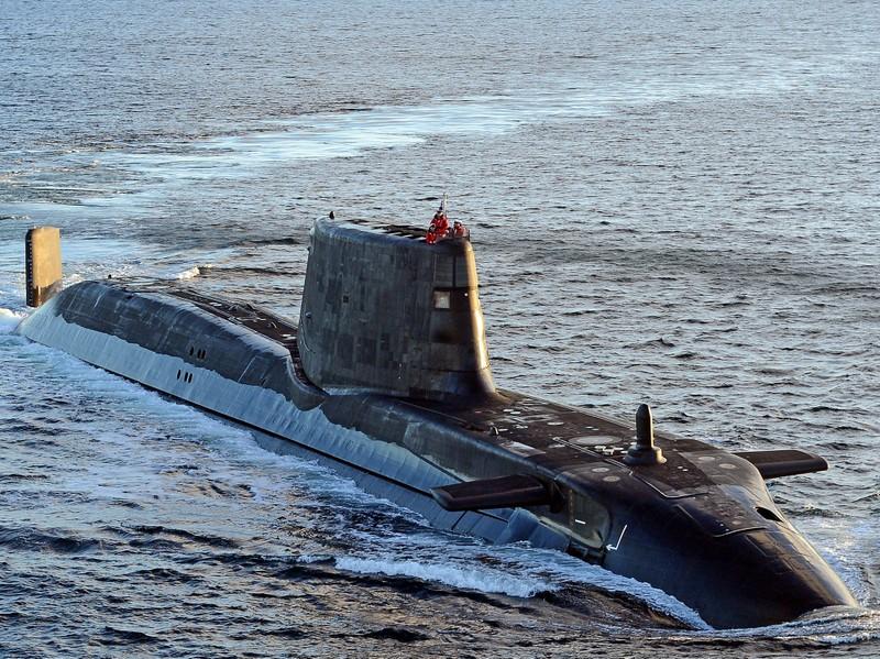 Anh điều tàu ngầm hạt nhân vào vị trí 'tấn công Iran' - ảnh 1