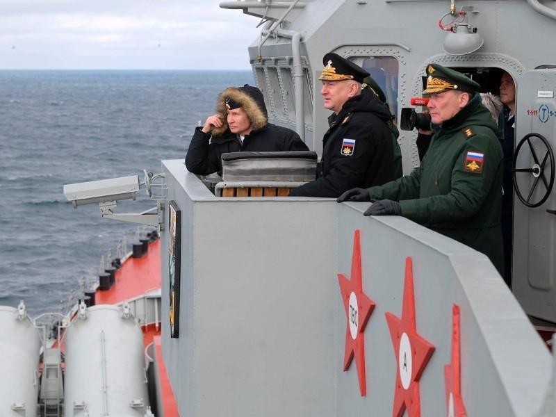 Tổng thống Putin thị sát tập trận 'siêu vũ khí' trên biển Đen - ảnh 1