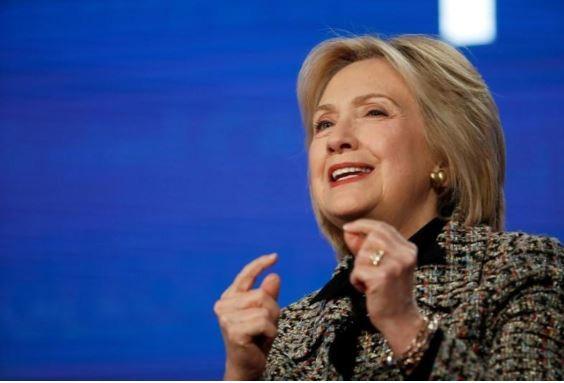 Bà Hillary Clinton: Chẳng ai thích làm việc với ông Sanders cả - ảnh 1
