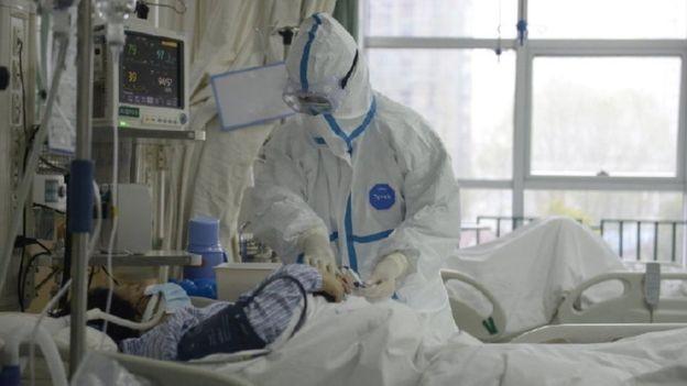 Bệnh viện trung ương Vũ Hán công bố hình ảnh bác sĩ điều trị bệnh nhân