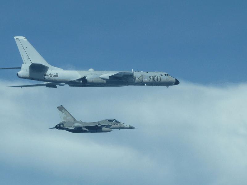 Máy bay ném bom Trung Quốc tập trận gần Đài Loan  - ảnh 1
