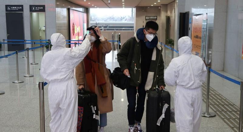 Virus corona giết 54 người, ông Tập họp khẩn chỉ đạo đối phó  - ảnh 1