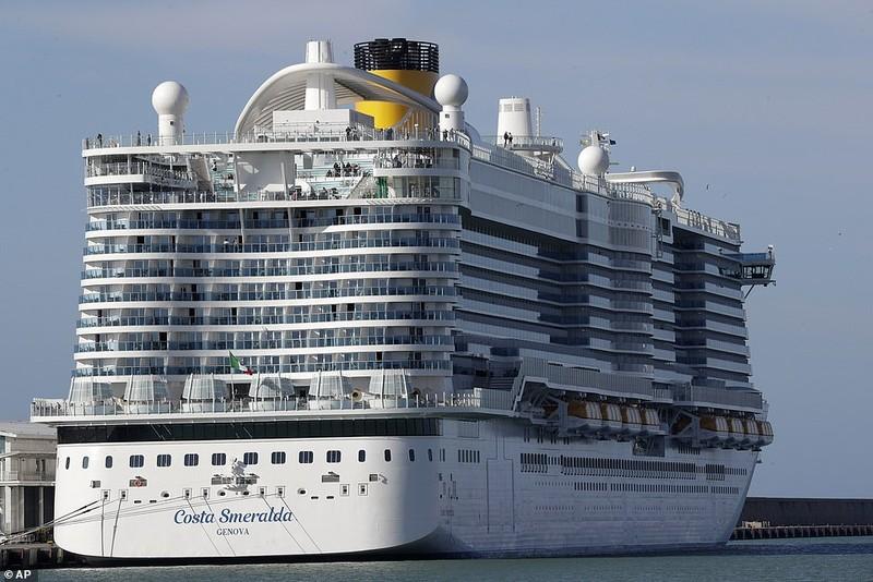 Tàu Ý bị giữ lại vì virus Corona, không có ca bệnh trên tàu - ảnh 1