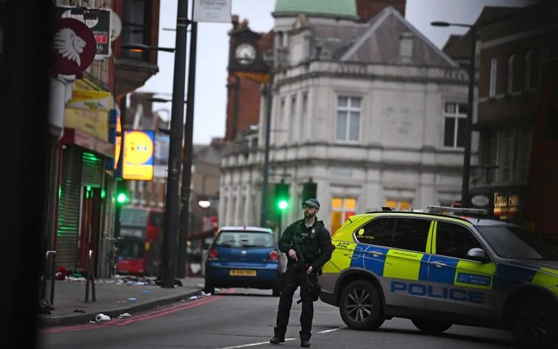 Liên tiếp hai vụ khủng bố bằng dao ở Anh và Bỉ trong vài giờ - ảnh 1