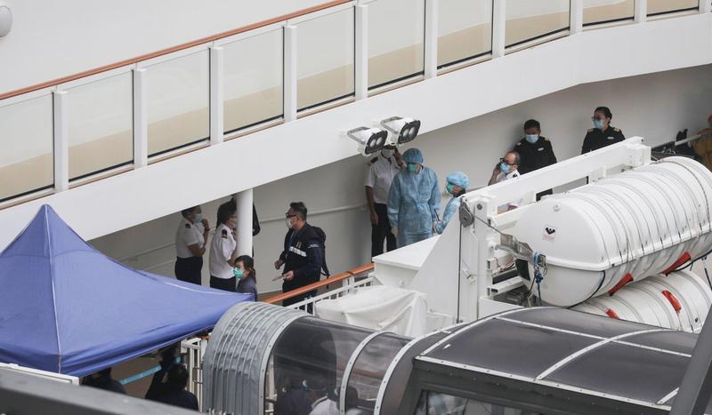 Du thuyền có khách nhiễm Corona quay về Hong Kong - ảnh 1