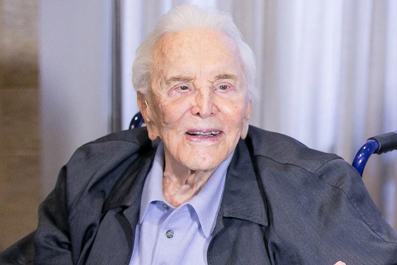 Huyền thoại điện ảnh Kirk Douglas qua đời ở tuổi 103 - ảnh 1
