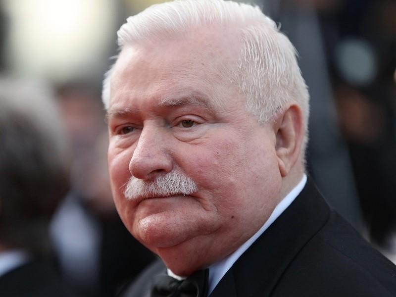 Cựu tổng thống Ba Lan kêu gọi sát lại Nga thay vì Mỹ - ảnh 1