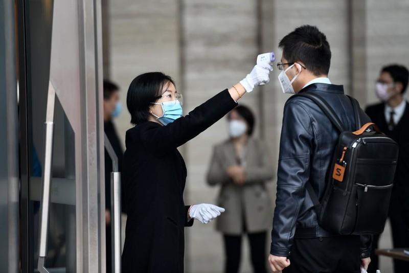 Người dân Trung Quốc trở lại làm việc trong thận trọng - ảnh 3