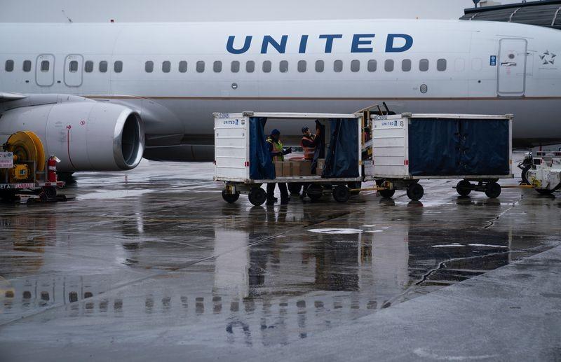 Hàng không Mỹ tiếp tục hủy bay tới Trung Quốc đến cuối tháng 4 - ảnh 1