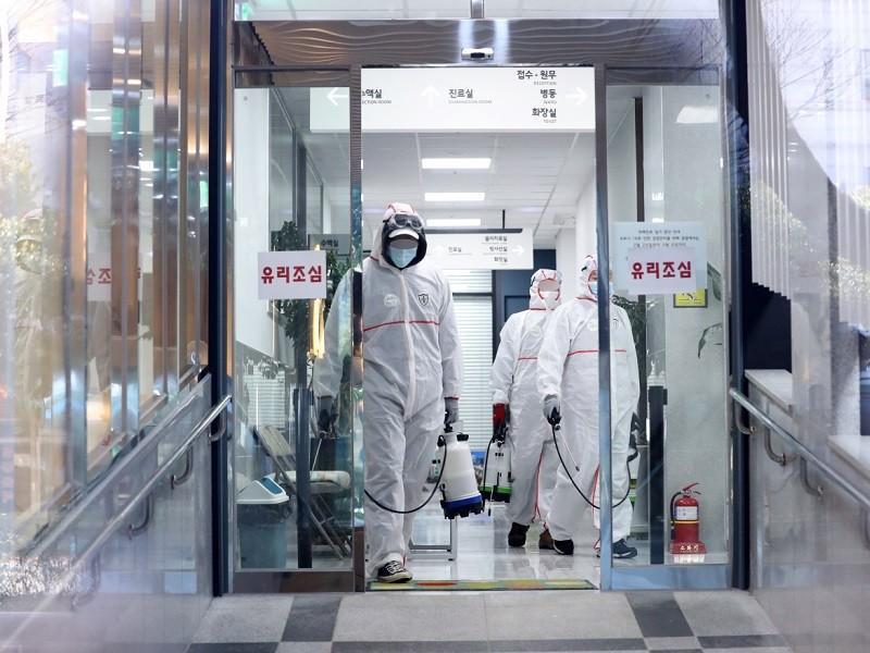 Hàn Quốc có ca tử vong thứ 10, số ca nhiễm lên gần 1.000 - ảnh 1