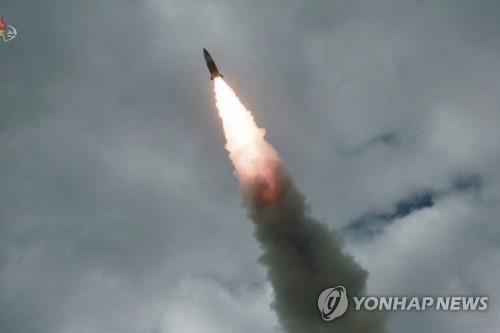 Triều Tiên phóng đạn pháo - một 'vũ khí chiến lược mới' - ảnh 1