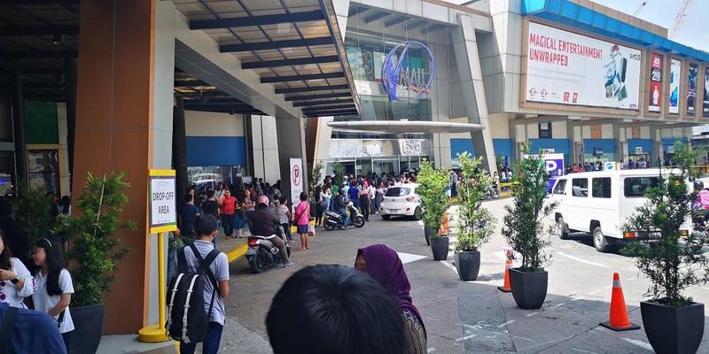 Bắt cóc 30 con tin trong trung tâm thương mại ở Manila - ảnh 1