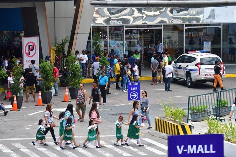 Bắt cóc 30 con tin trong trung tâm thương mại ở Manila - ảnh 2