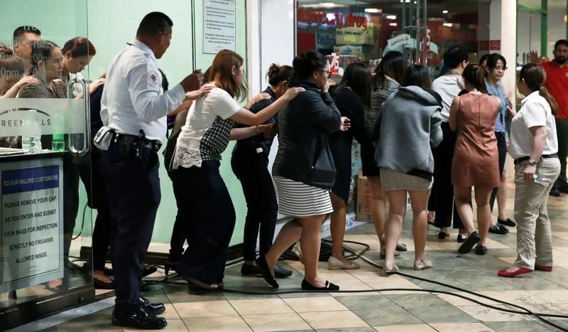 Vụ con tin Manila: Nghi phạm đầu hàng, tố lãnh đạo tham nhũng - ảnh 1
