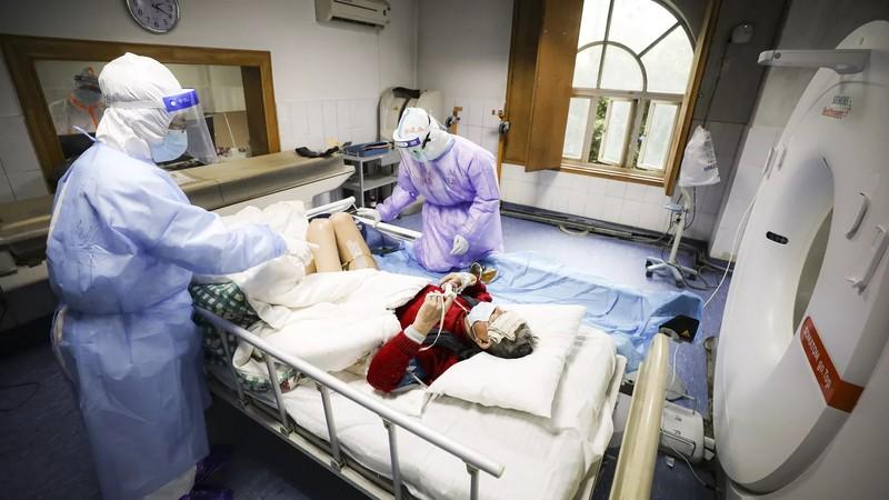 Trung Quốc chữa khỏi bệnh cho cụ ông 100 nhiễm COVID-19 - ảnh 1