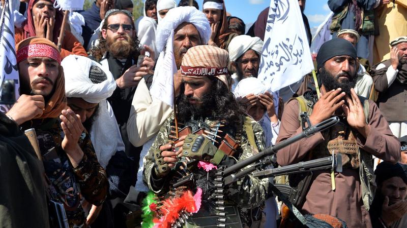 Xé thỏa thuận hòa bình, Taliban giết 12 lính Afghanistan - ảnh 1