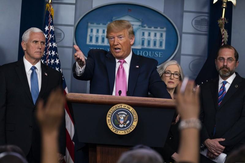 Ông Trump góp tiền lương 100.000 USD chống dịch COVID-19 ở Mỹ  - ảnh 1